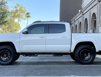 For Sale:2019 Toyota Tacoma Offroad 4x4 v6 Like New over $60k build!