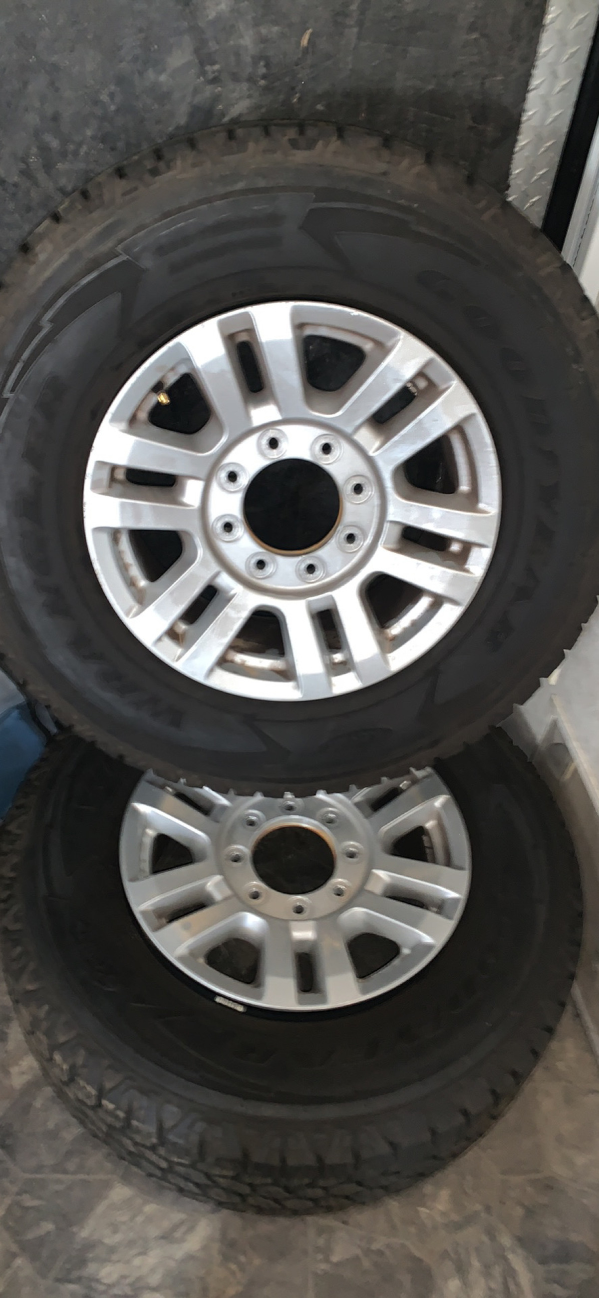 For Sale: 2020 Ford F-250 stock wheels and tires - photo0