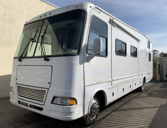 For Sale:2007 Damon Motor Coach Outlaw 3611 Class A Toy Hauler