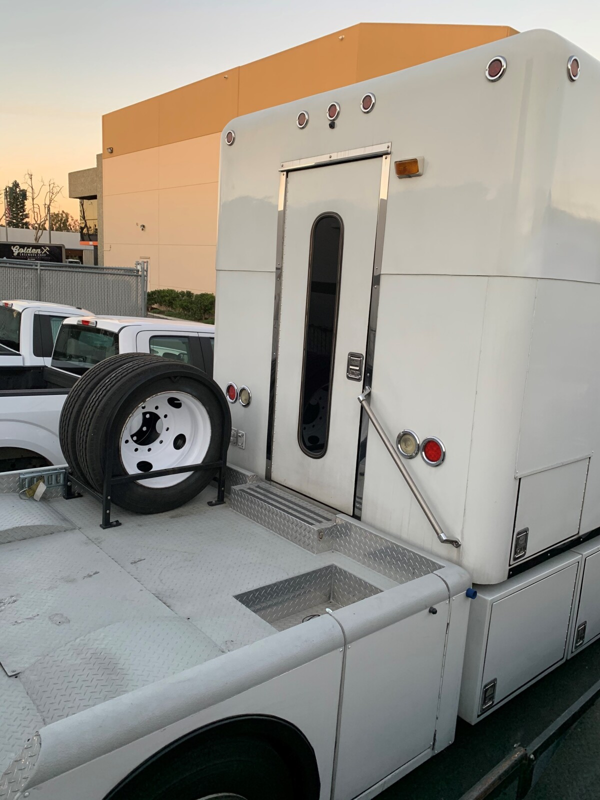 For Sale: 2003 Freightliner Crew Chief Toterhome  - photo9