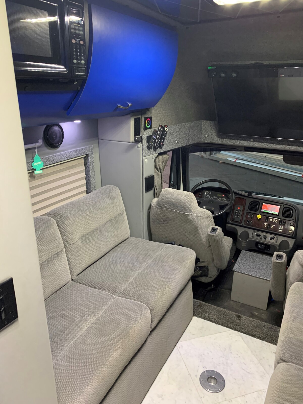 For Sale: 2003 Freightliner Crew Chief Toterhome  - photo14