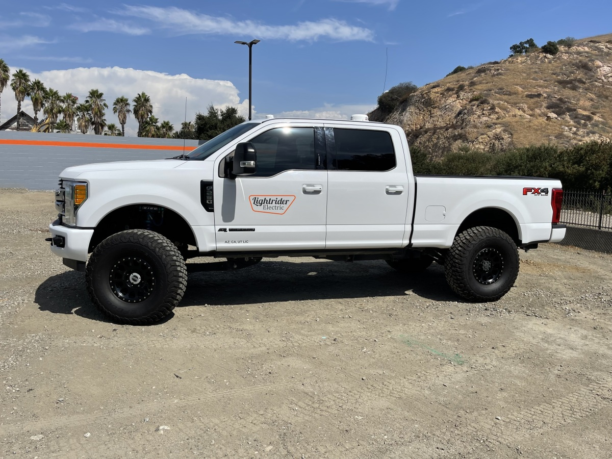 For Sale: 2017 Ford Super Duty Chase Truck - photo3