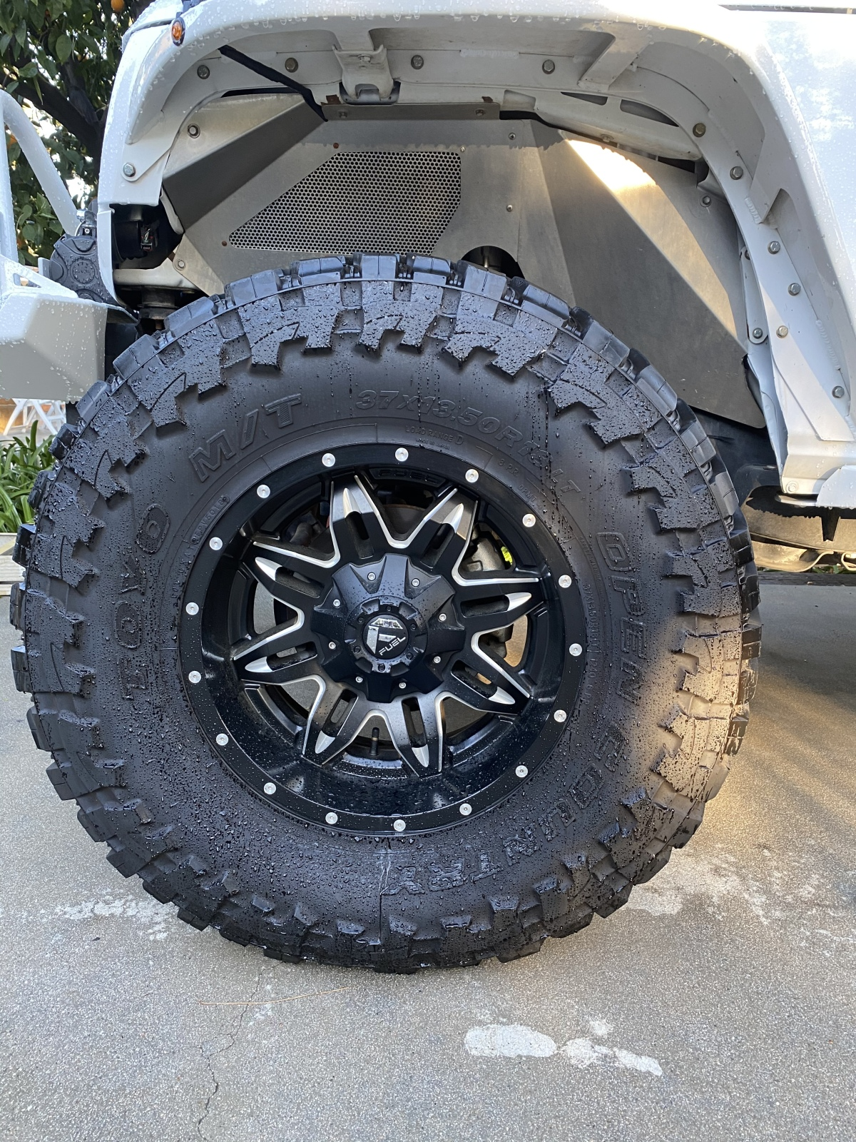 For Sale: Jeep 37x13.5x18 wheels and tires - photo0
