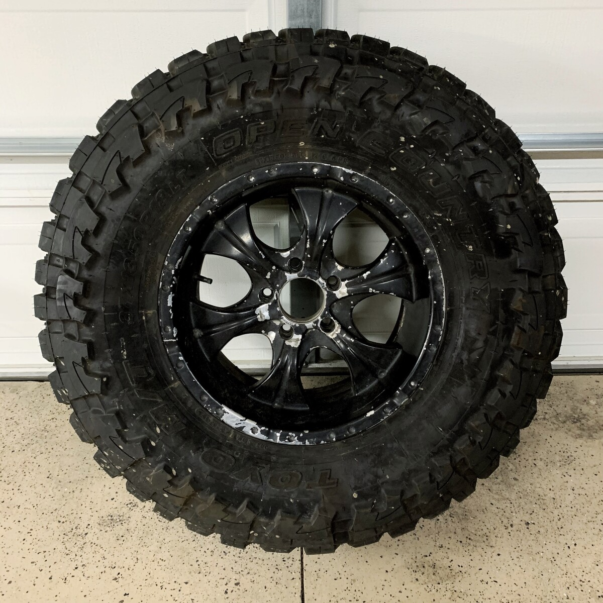For Sale: 1 NEW Toyo MT 37x13.5R18 LT Tire and used wheel (5x5 Lug) - photo0