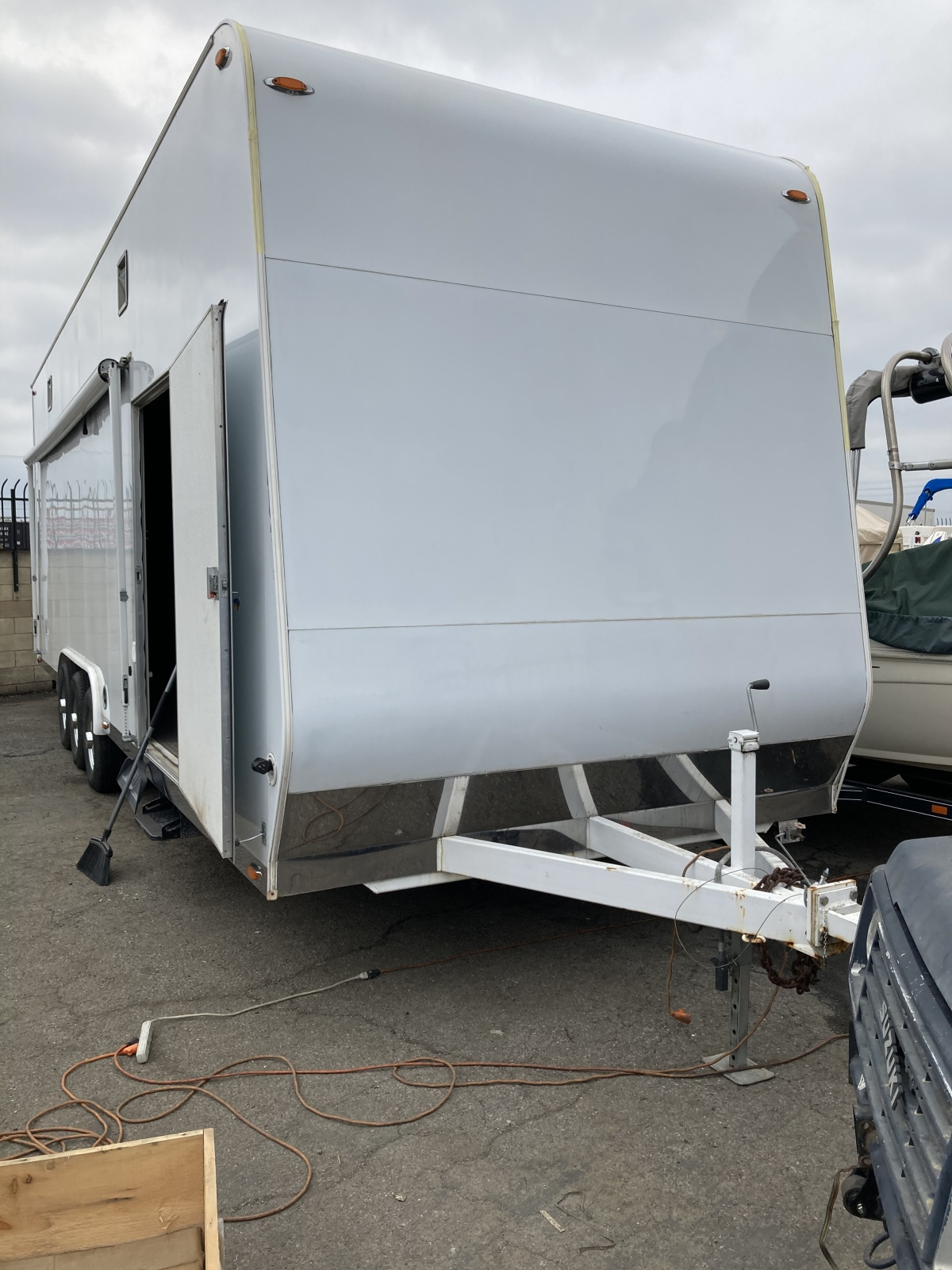For Sale: Universal enclosed trailer - photo0
