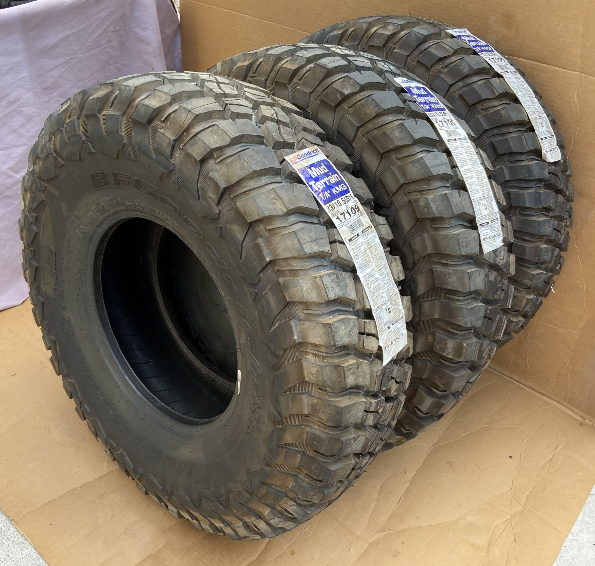 For Sale: BFG Mud-Terrain 33x10.50x15 - Never Mounted - photo0