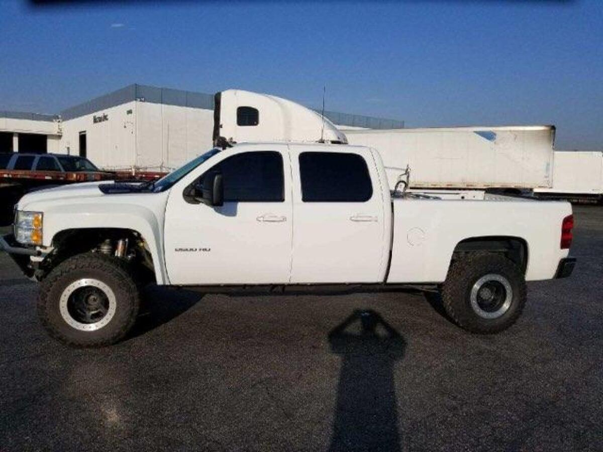 For Sale: Long travel Chevy 2500 - photo0