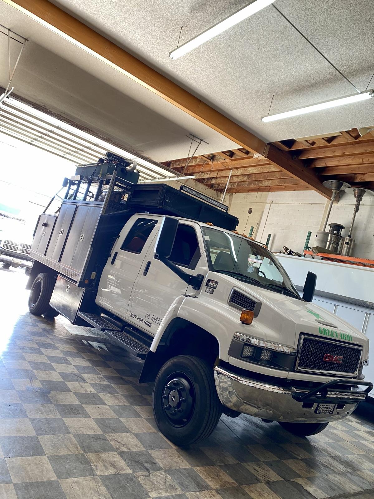 For Sale: Kodiak 4500 4X4 Duramax Chase Truck - photo0