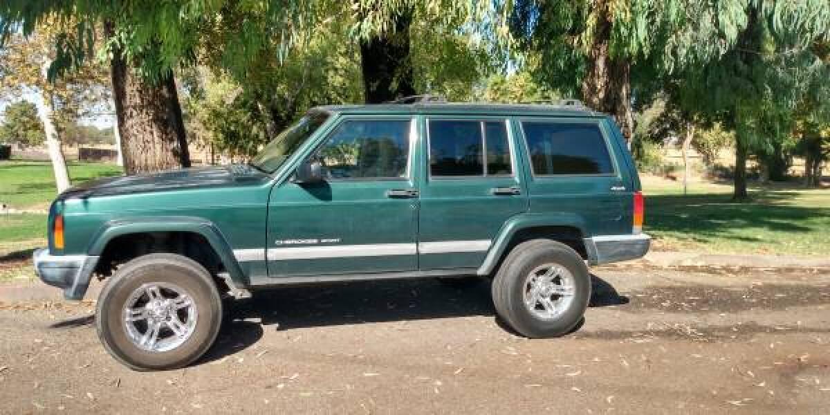 For Sale: 2001 Jeep Cherokee stock XJ 4.0l 4x4 465k miles - photo0