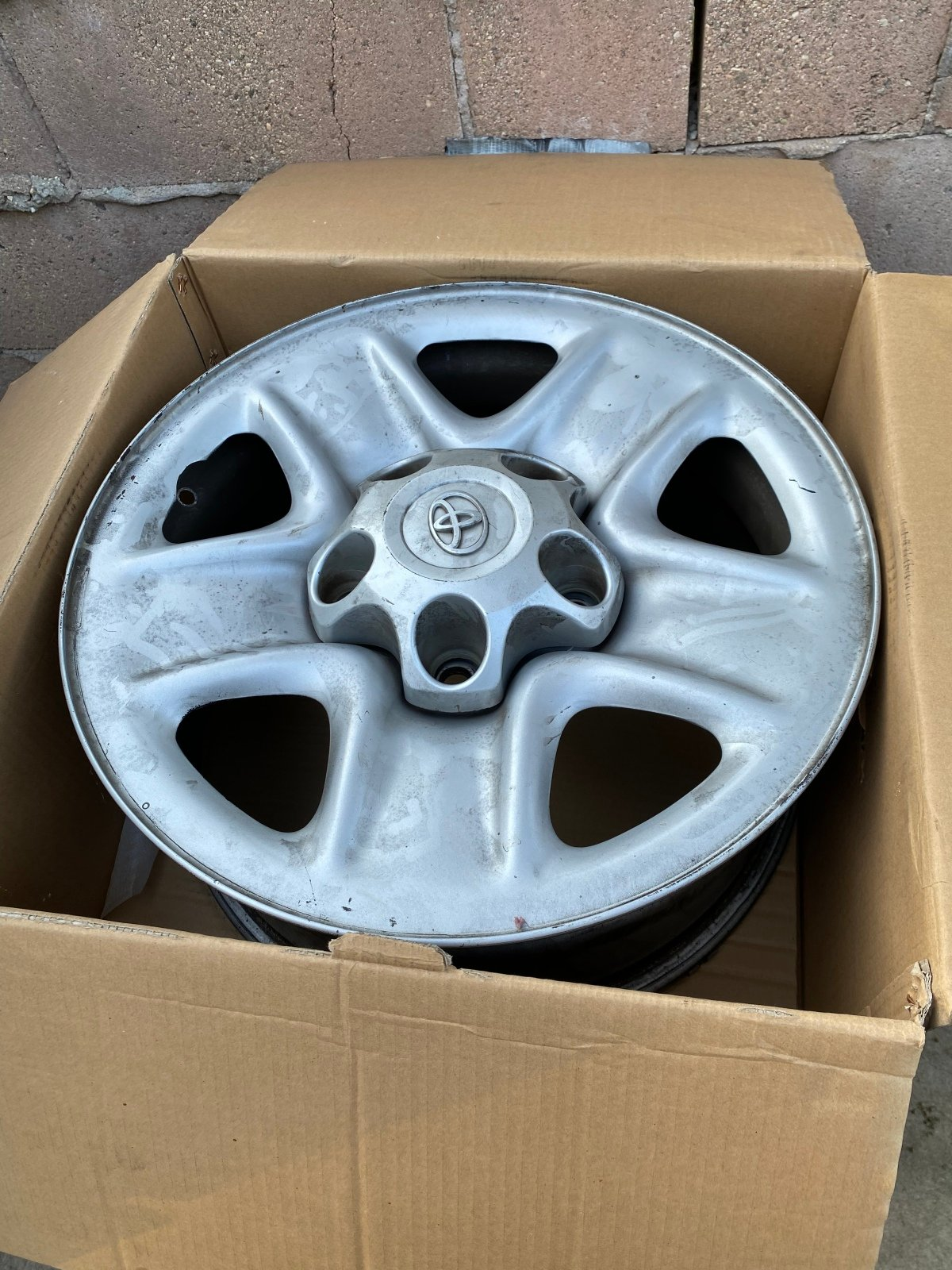 """For Sale: Toyota Factory 18"""" wheels with lug nuts - photo0"""