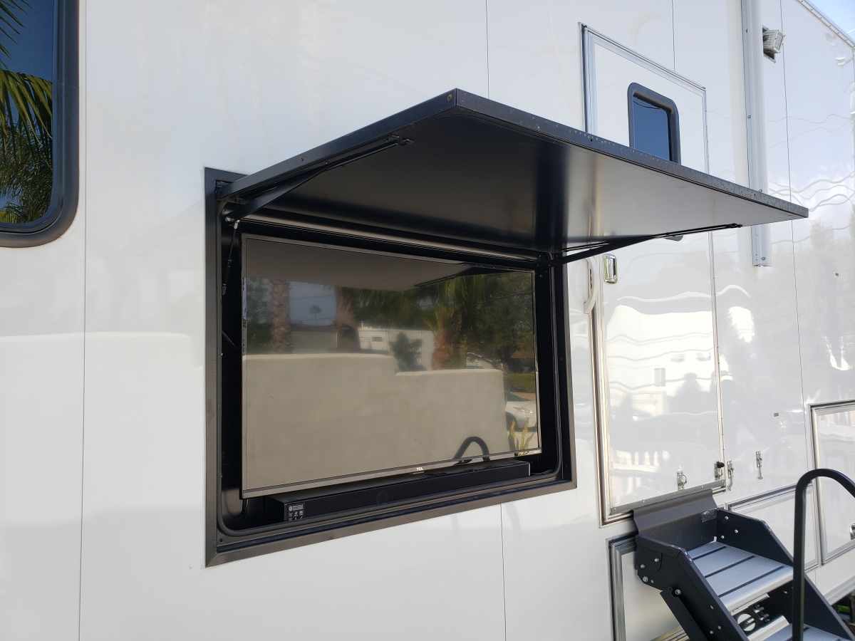 For Sale: Race Trailer With Luxury Living Quarters - photo31