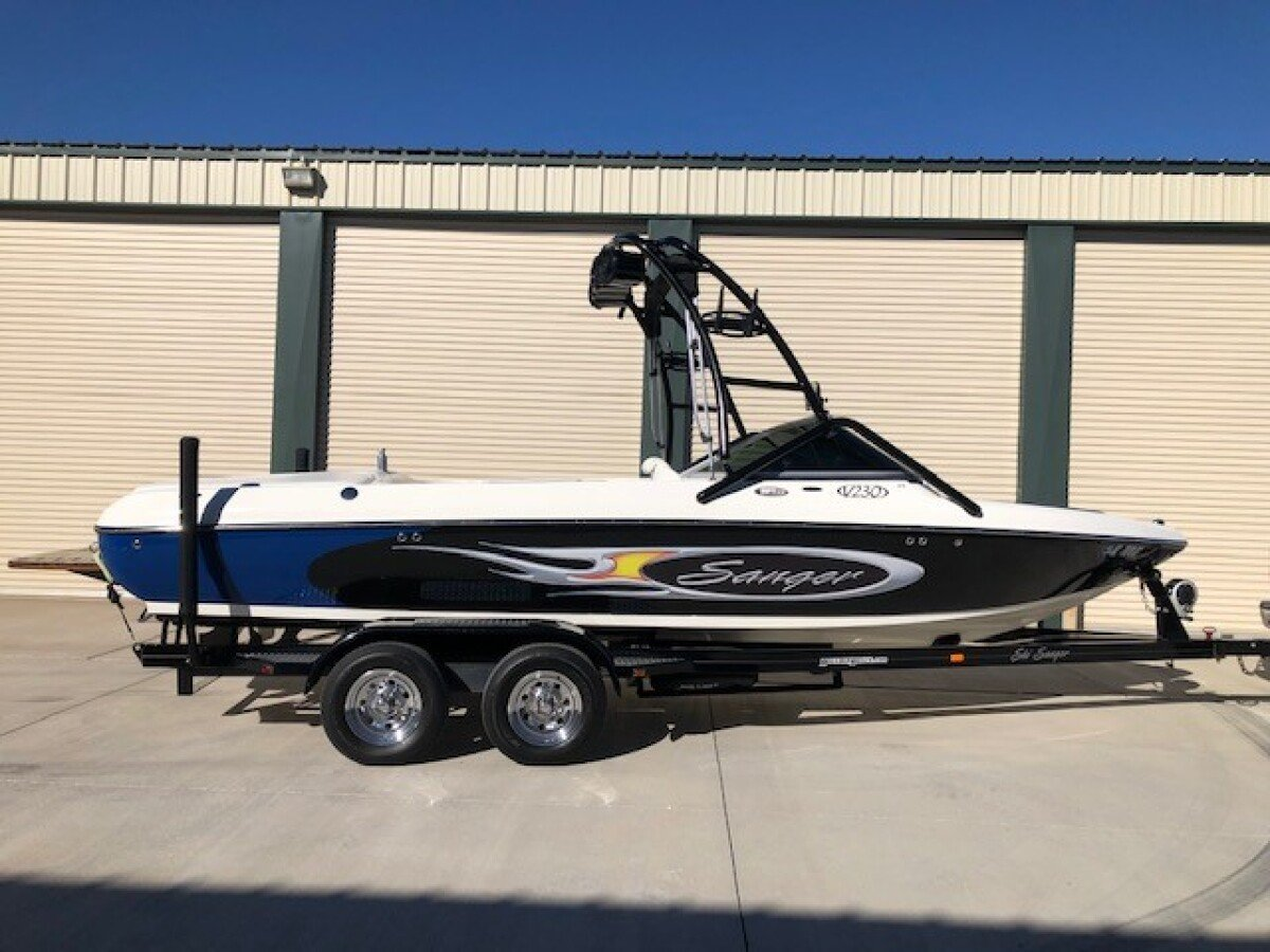 For Sale: 2006 Sanger V230 Wakeboard/ Ski tournament boat - photo0