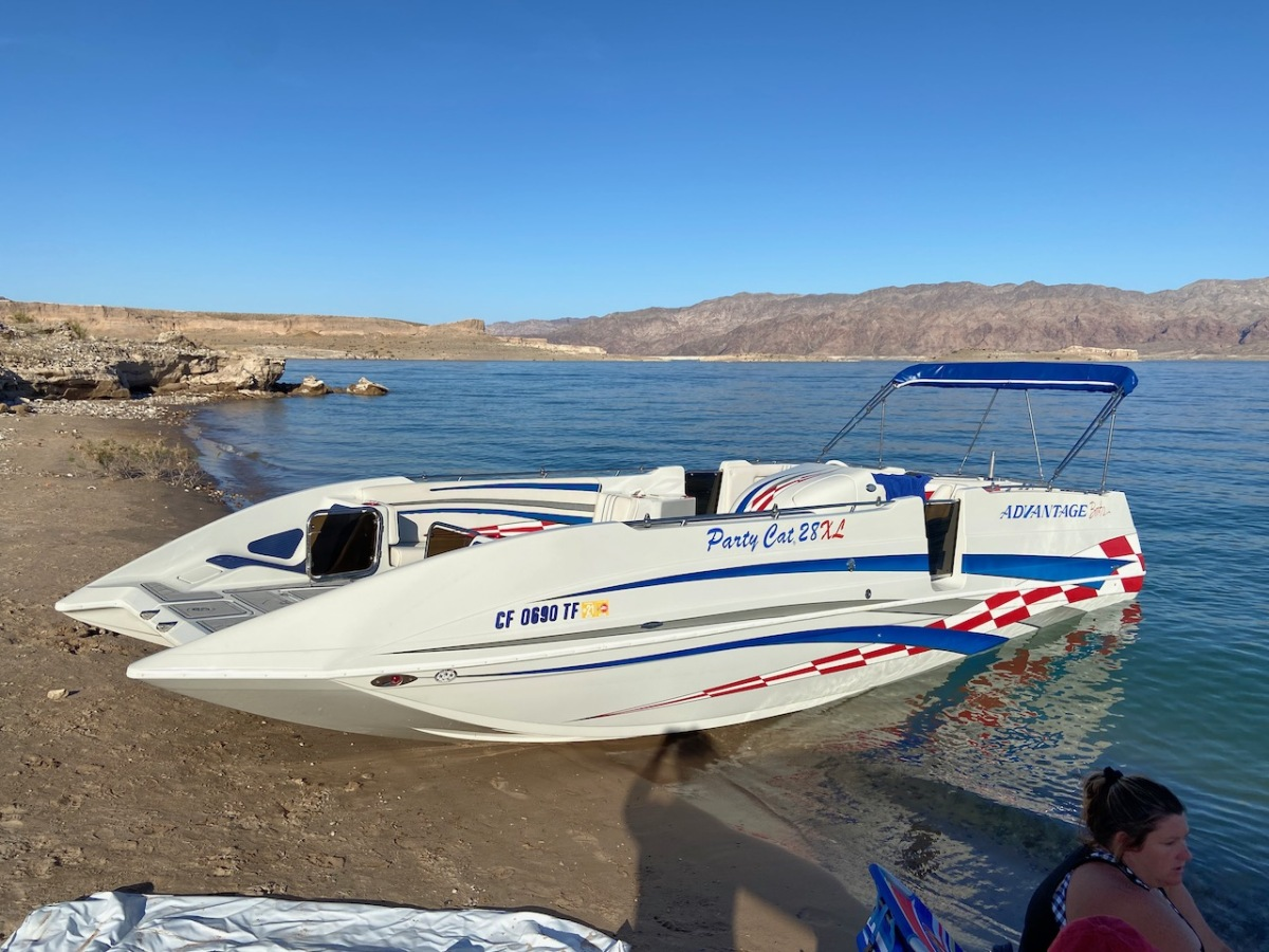 For Sale: 2003 Advantage 28 Party Cat XL Deck Boat Performance HO 496 Magnum Bravo 3 Drive Imco Dual Ram Hydraulic Steering  - photo12