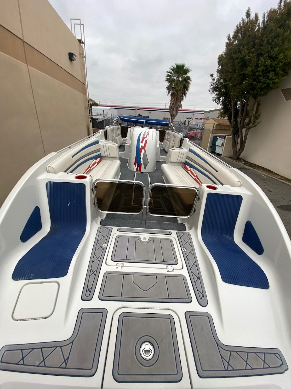 For Sale: 2003 Advantage 28 Party Cat XL Deck Boat Performance HO 496 Magnum Bravo 3 Drive Imco Dual Ram Hydraulic Steering  - photo7