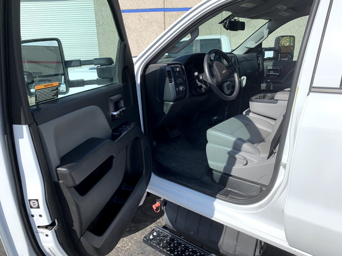 For Sale: 2019 Chevrolet 5500HD Crew Cab Chase Truck - 4x4 - photo3