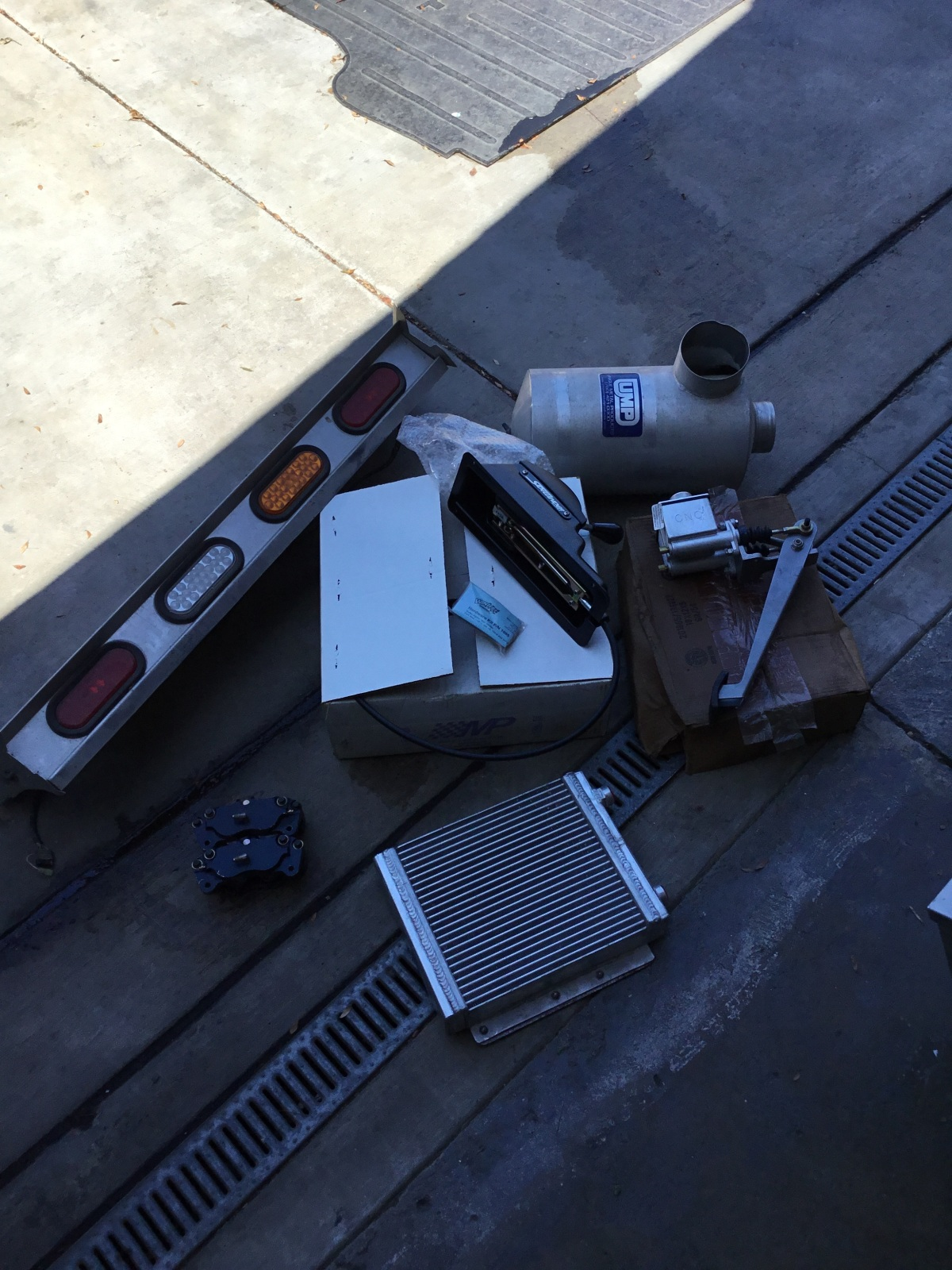 For Sale: Cleaning out garage - photo0