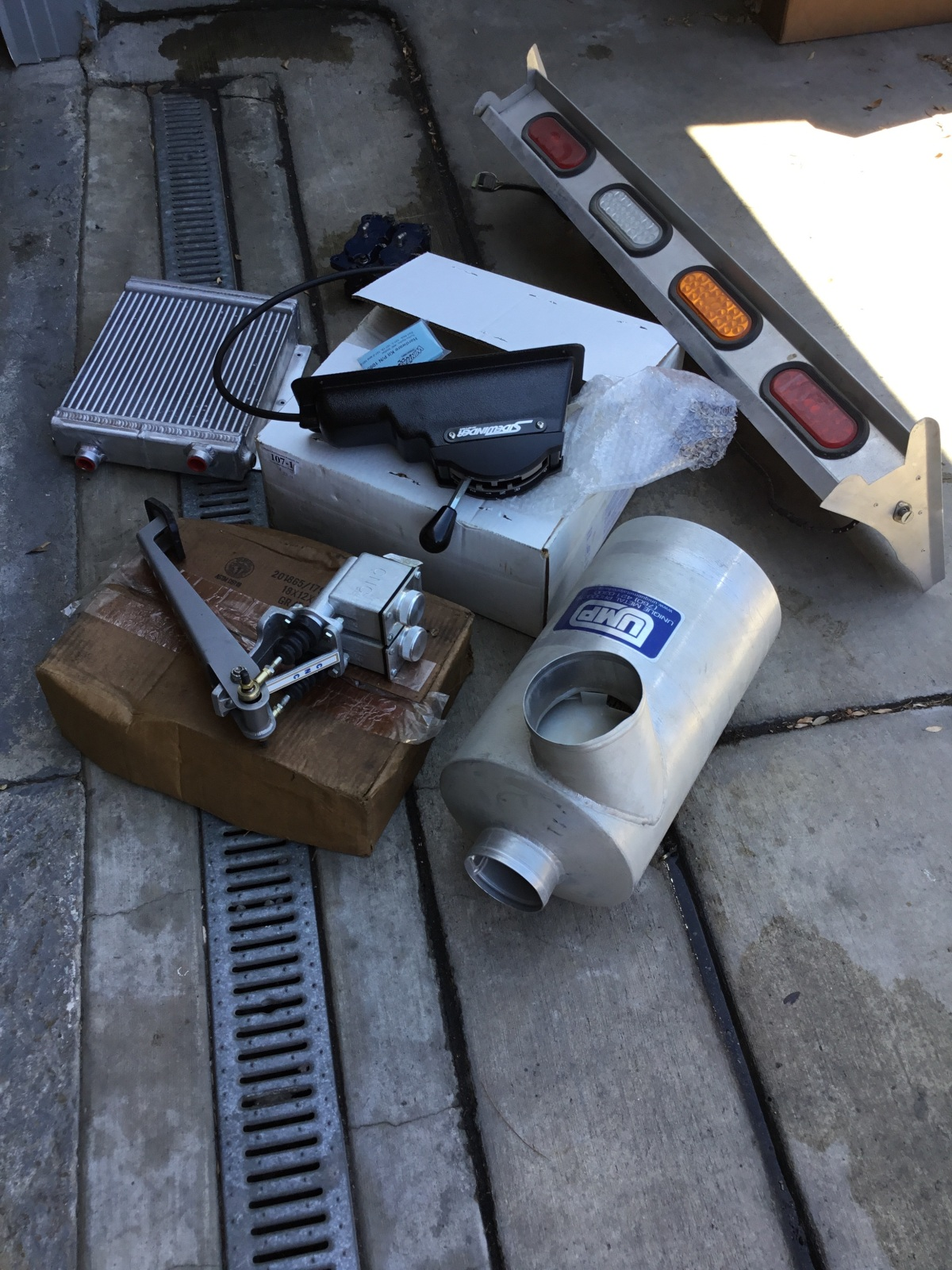 For Sale: Cleaning out garage - photo1