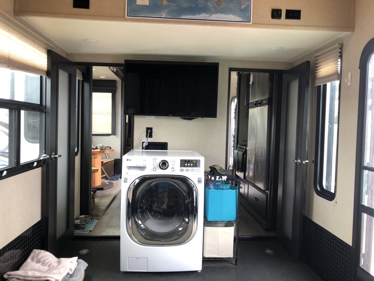 For Sale: 5TH WHEEL TOY HAULER 2018 VOLTAGE 39FT - photo7