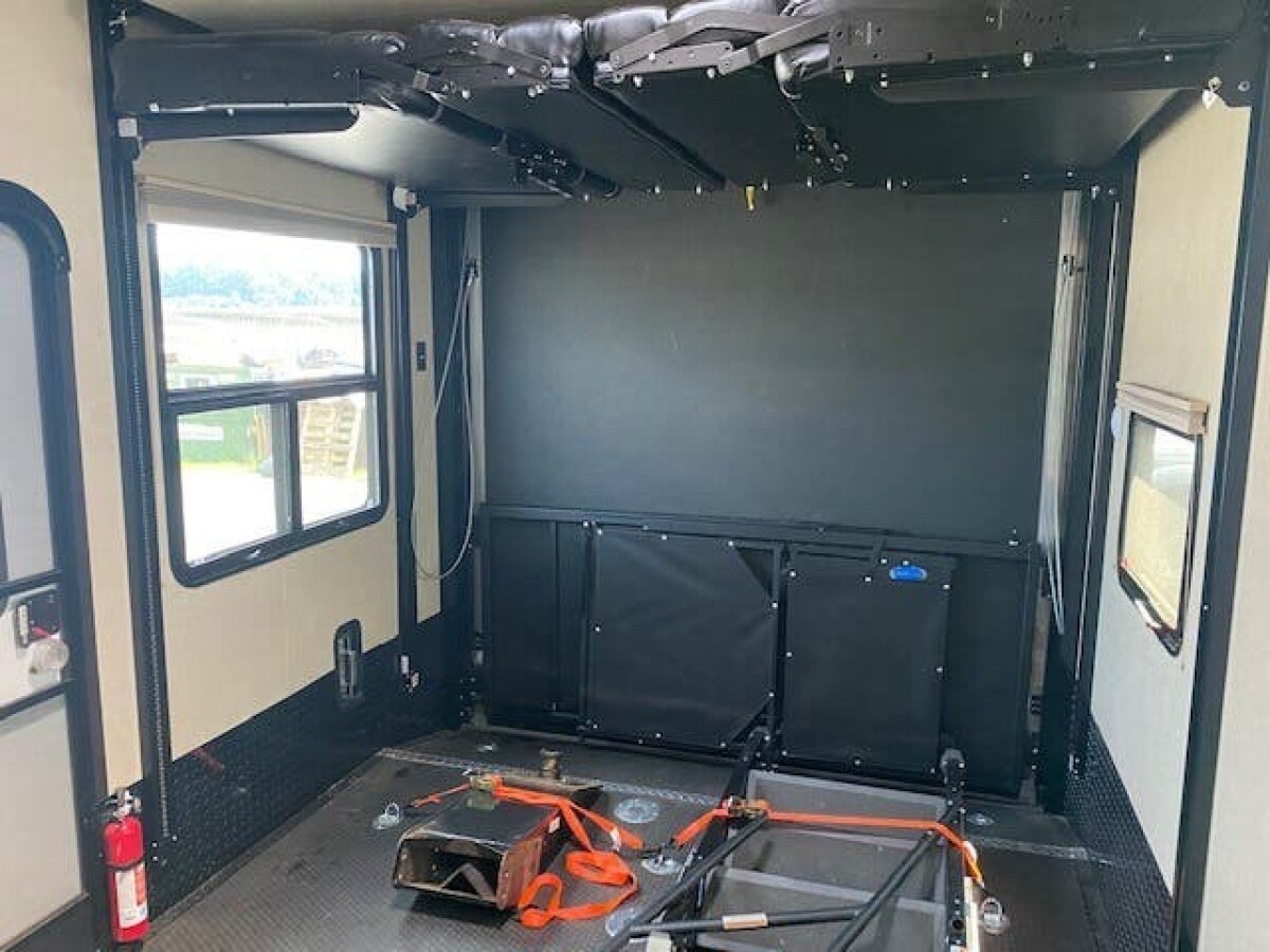 For Sale: 5TH WHEEL TOY HAULER 2018 VOLTAGE 39FT - photo4
