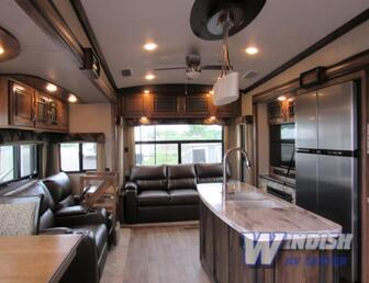For Sale:2018 Keystone Montana luxury 5th wheeler. Partial trades possible!